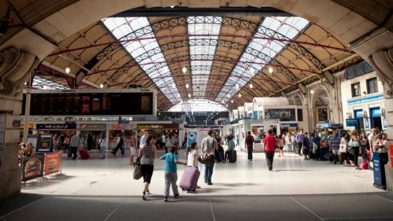 Deposito bagagli Victoria Station Londra