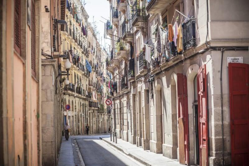 Store your luggage around El Raval with LuggageHero