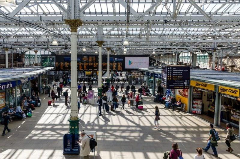 Find luggage storage near Waverley station in Edinburgh
